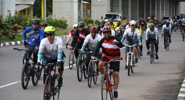 Permalink ke Tim Gowes Korem 044/Gapo dan Pangdam II/Swj Bersepeda Keliling Palembang