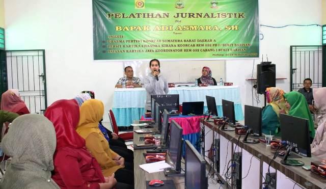 Permalink ke Tingkatkan Kualitas SDM, Darma Pertiwi Gelar Pelatihan Jurnalistik