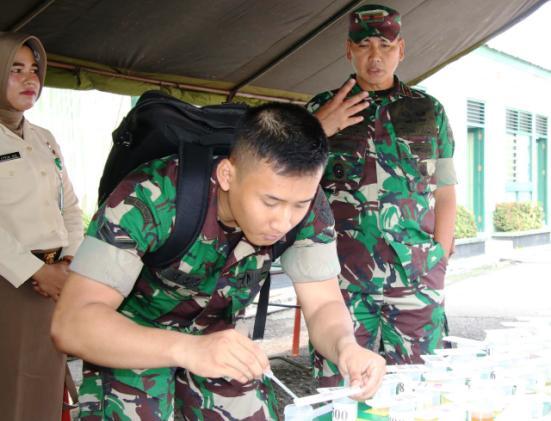Permalink ke Dihadapan Danrem 032/Wbr, Ratusan Prajurit Tes Urin