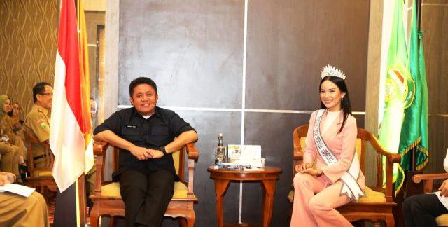 Permalink ke Herman Deru Titip Nama Baik Sumsel Pada Puteri Indonesia