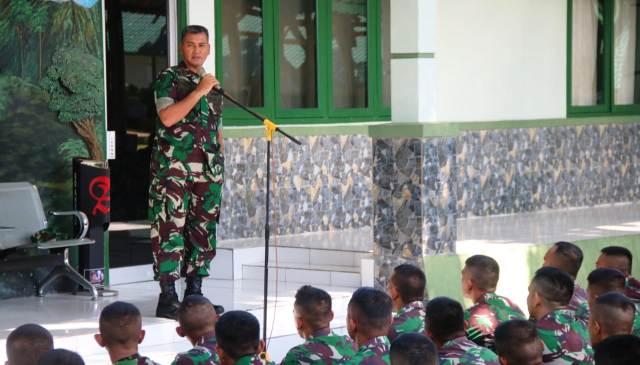 Permalink ke Cegah Covid-19, Korem 032/Wbr Ciptakan Hand Sanitizer Murah