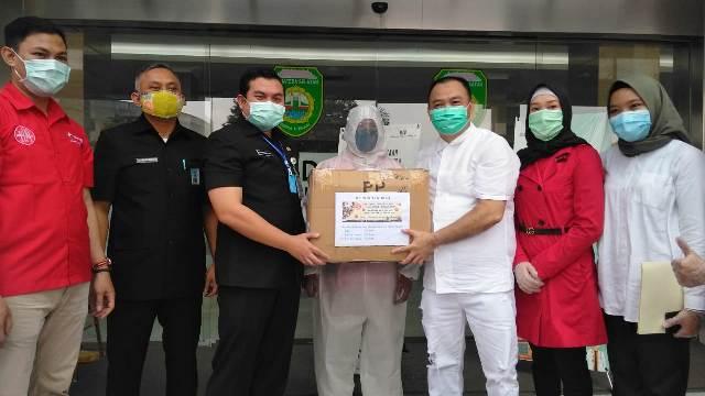 Permalink ke Aksi Peduli YLKI SumselBantu APD untuk 5 Rumah Sakit dan 7 Puskesmas