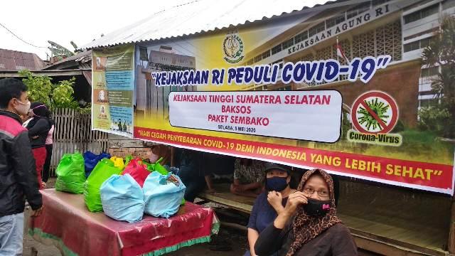 Permalink ke Kejati Sumsel Bagikan 2.200 Paket Sembako untuk Warga Terdampak Covid-19
